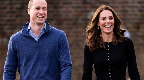 Papá Noel, bolas de nieve.... La falda navideña de Kate Middleton en su última aparición