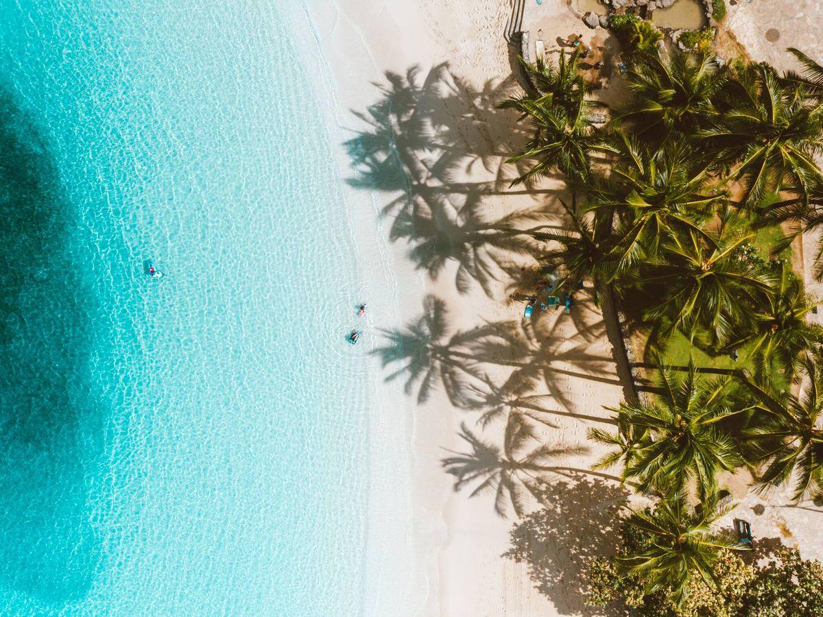 Foto: Si se elige bien el destino, uno puede disfrutar de la playa en cualquier momento del año (Pexels)