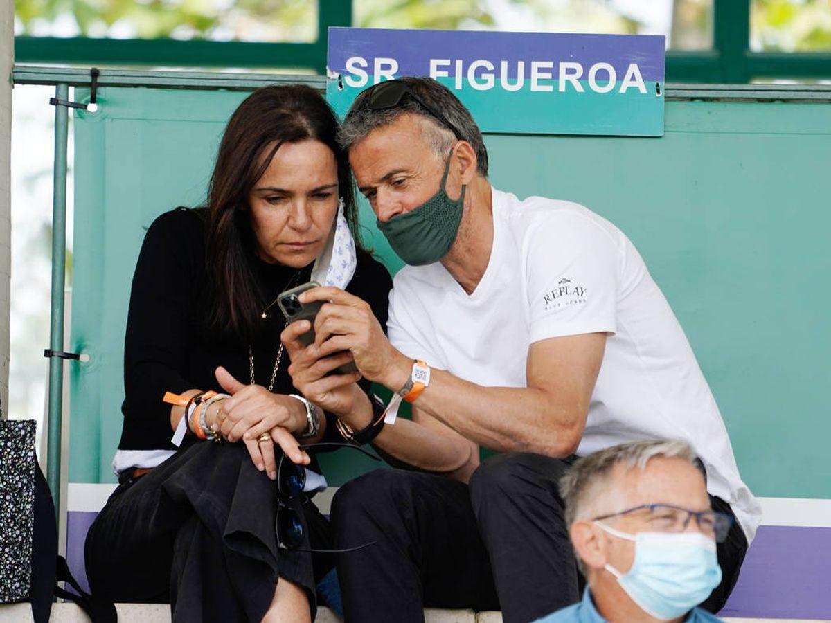 Foto:  Luis Enrique, junto a su mujer este fin de semana. (Contacto)