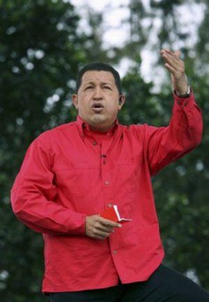 Chávez pide ayuda a Uribe para reunirse con las FARC