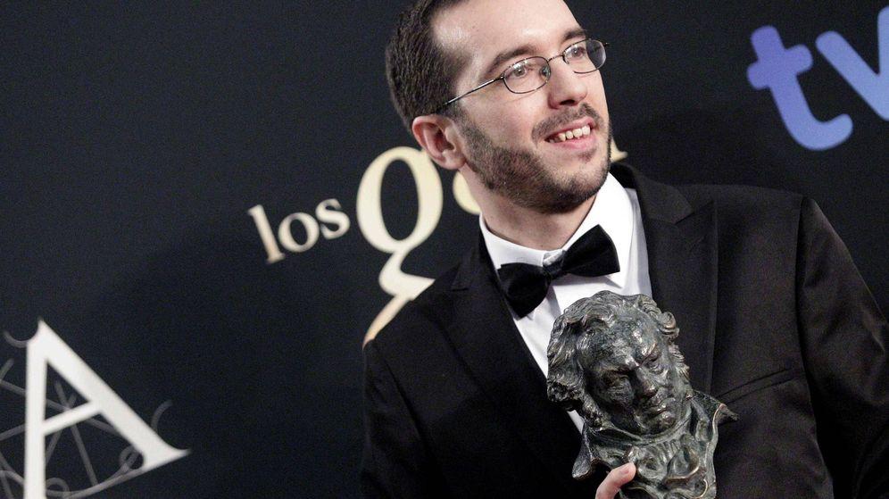 Foto: El director Enrique Gato tras recibir el Goya a la mejor dirección novel por su trabajo en Las aventuras de Tadeo Jones (EFE)