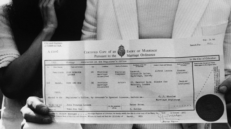 El certificado de boda. (Getty)
