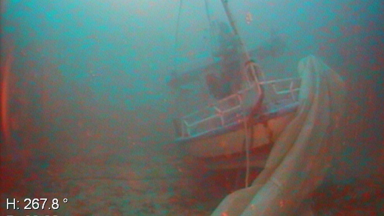 Los restos de la embarcación fueron arrastrados más de 500 metros por la corriente (EFE)