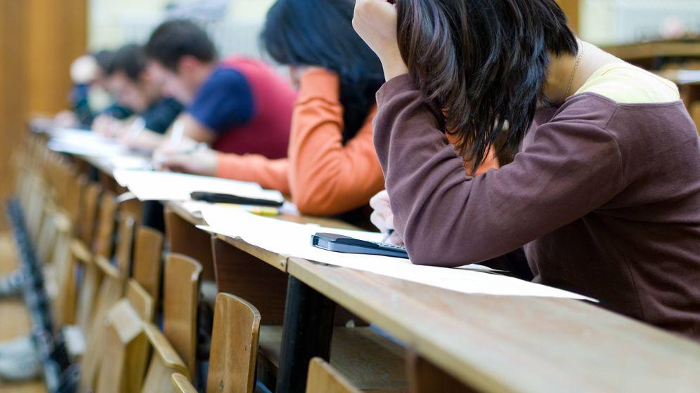 Foto: Estudiantes en un examen. (iStock)