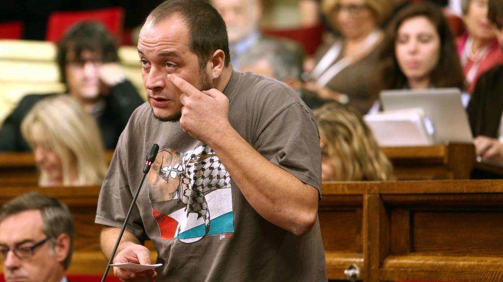 Foto: El exdiputado de la CUP, David Fernández, en el Parlament. (Efe)