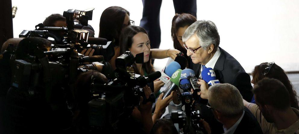 Foto: El fiscal general del Estado, Eduardo Torres-Dulce, atiende a los medios de comunicación en Valencia (Efe).