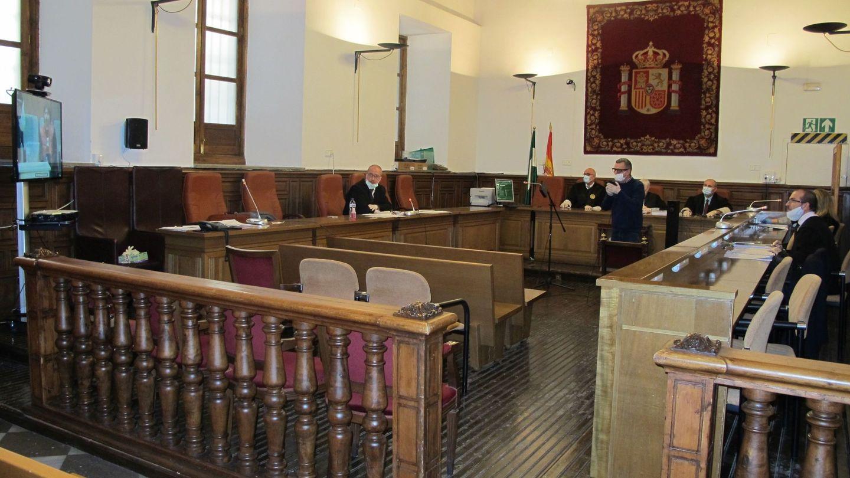 La Audiencia de Granada celebró el viernes el primer juicio por videoconferencia múltiple. (EFE)