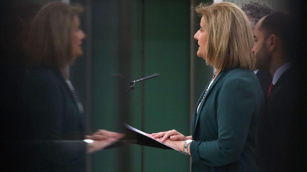 Foto: La ministra de Empleo y Seguridad Social, Fátima Báñez, junto al secretario de Estado de Empleo, Juan Pablo Riesgo. (EFE)