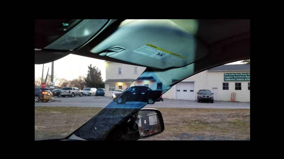Foto: Gracias al invento de Alain Gassler el pilar del coche desaparece virtualmente (Foto: YouTube)