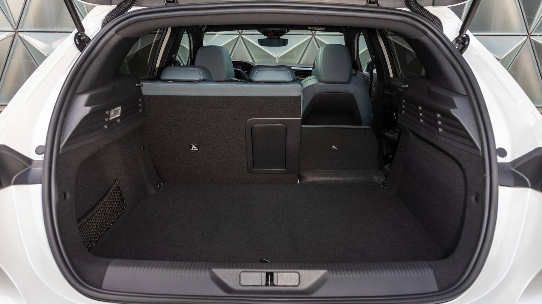 El maletero del 308 normal ya es bastante grande, pues anuncia 470 litros y tiene formas regulares. El respaldo trasero se abate en porciones 60:40.