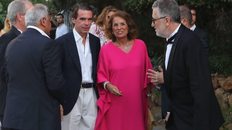 Aznar y Botella, a su llegada. (Cordon)