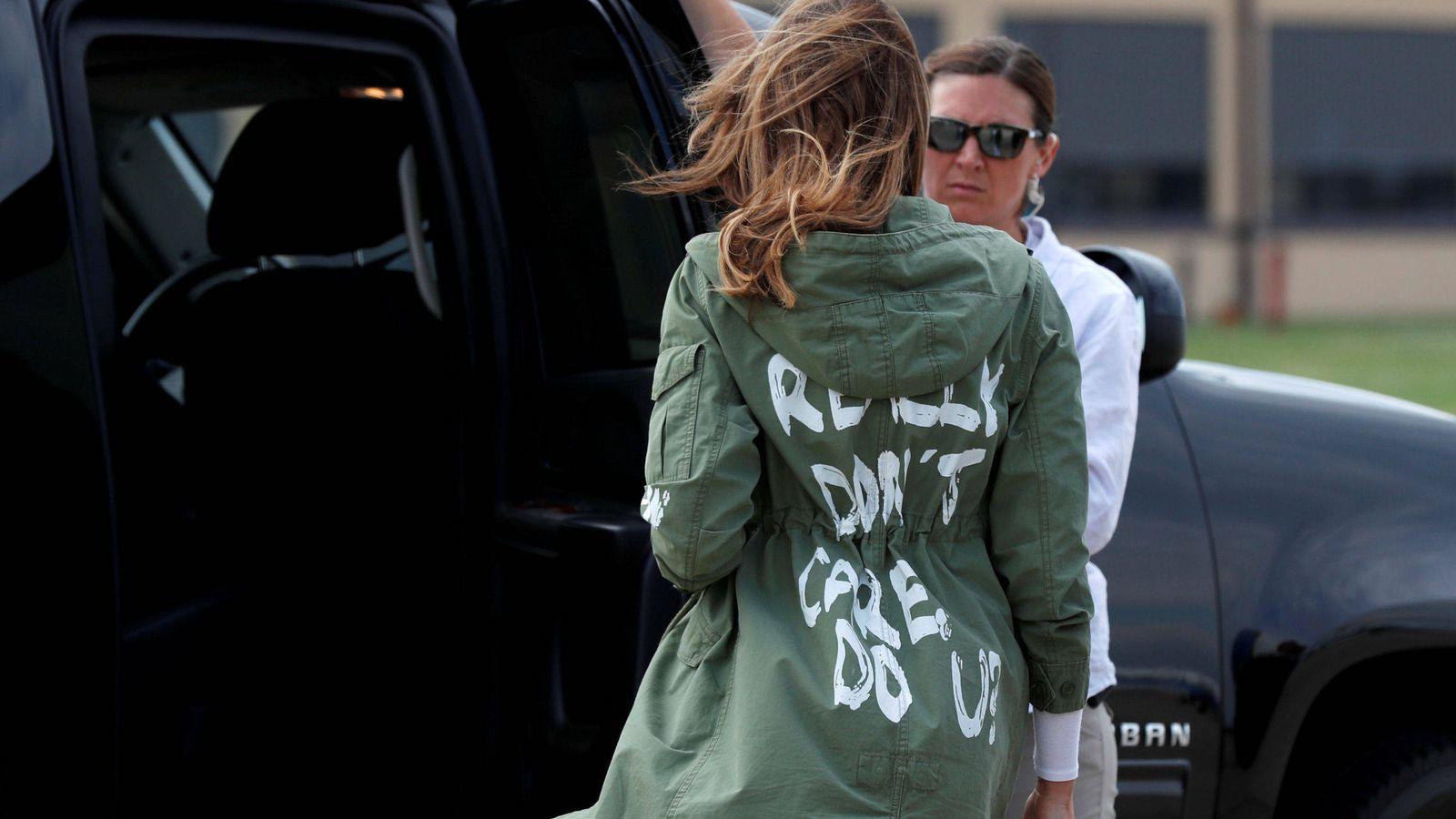 Foto: Melania Trump con la chaqueta de la discordia. (Reuters)