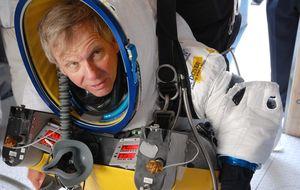 Un directivo de Google supera el salto de récord de Baumgartner