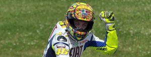 Rossi se lleva la victoria ante Lorenzo en un apretado final