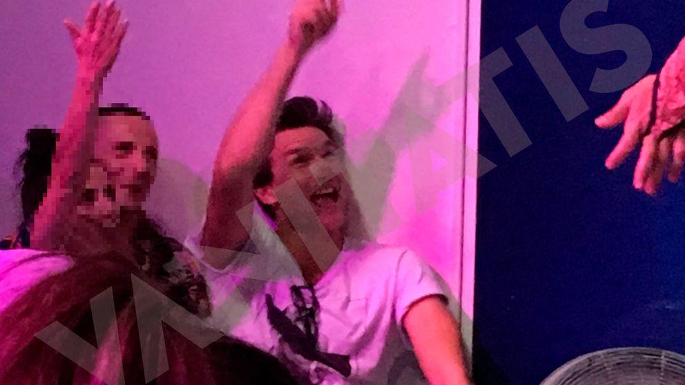 Pillamos al 'novio' español de Celine Dion desatado en un bar gay de Torremolinos