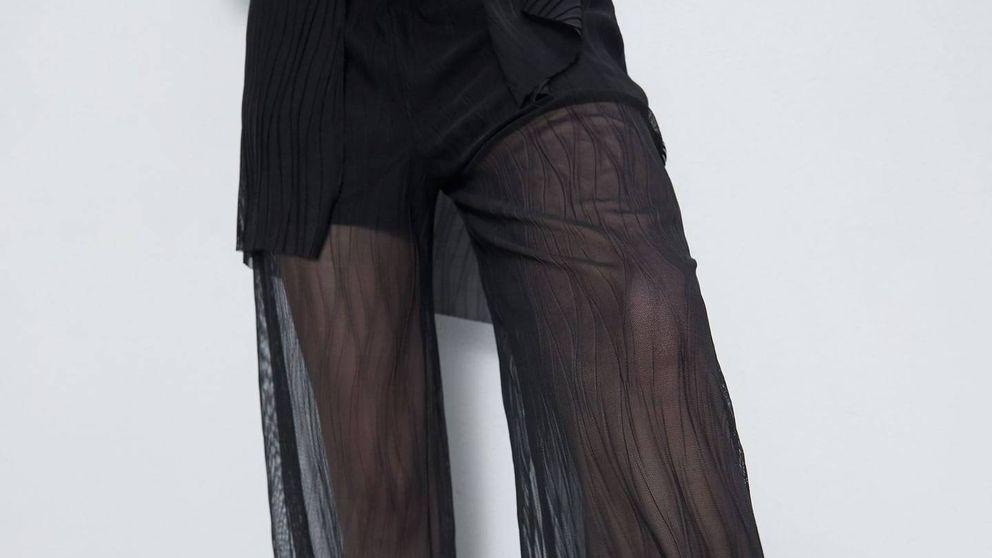 Zara quiere que fiches este pantalón negro (baratísimo) para tus noches cool del verano