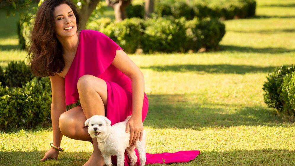 Foto: Celia Forner, con su mascota. (Paco Navarro Photo)