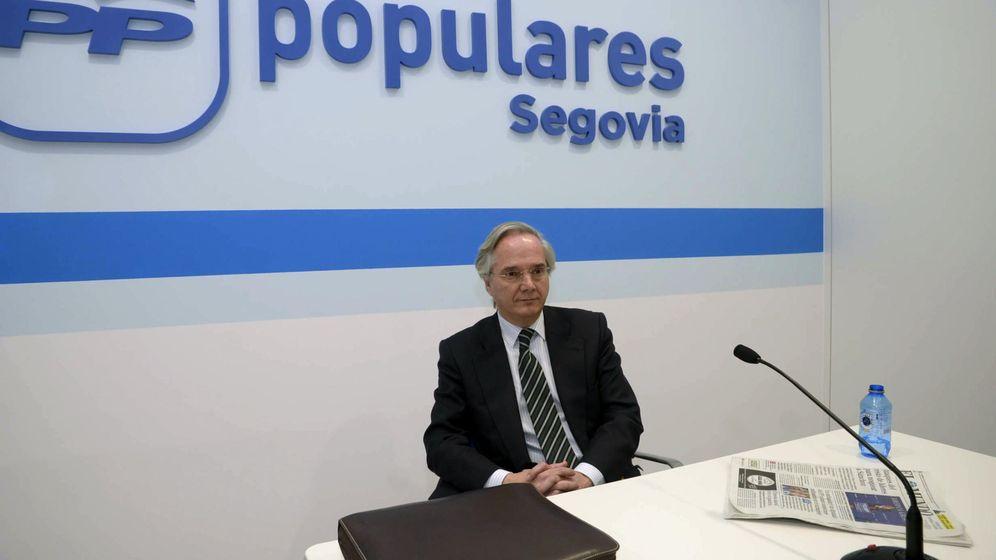 Foto: El diputado del PP por Segovia, Pedro Gómez de la Serna, durante una rueda de prensa en la sede del partido en esta ciudad. (Efe)