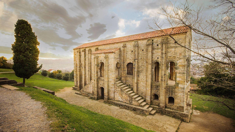 Santa María del Naranco es una de las construcciones más sobresalientes del prerrománico asturiano. (Cortesía de Turismo Asturias – Tatiana Castañón)