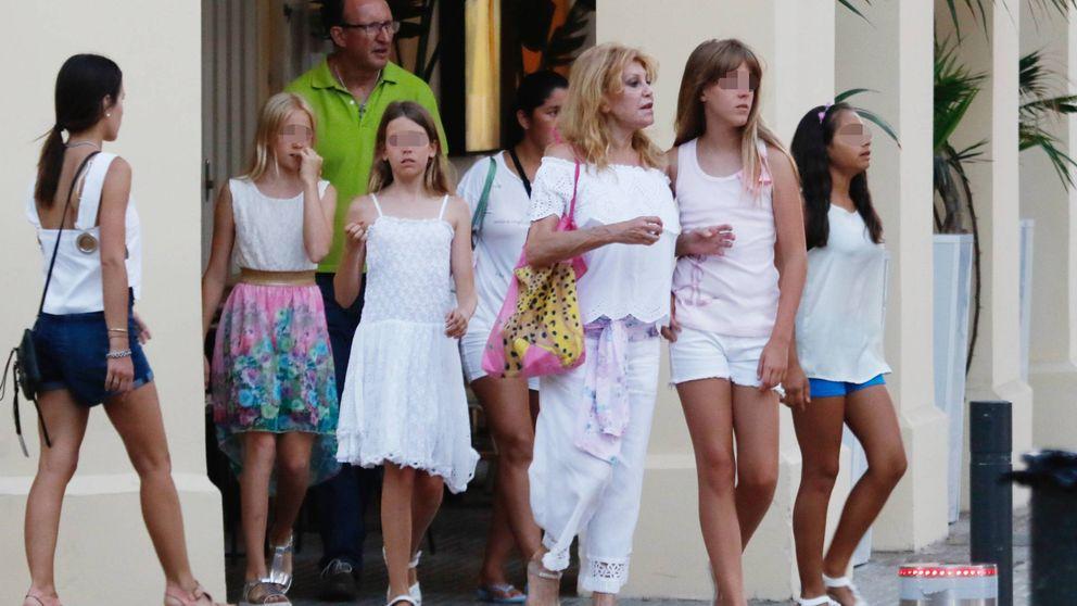 Tita Cervera, una madre modelo de vacaciones en Ibiza
