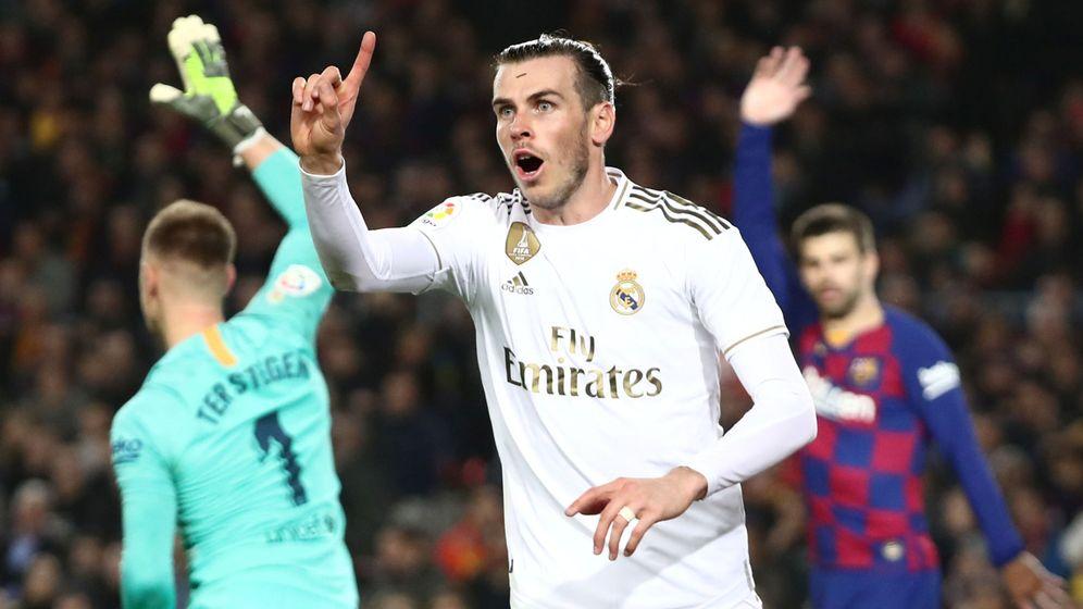 Foto: Gareth Bale protesta en el Clásico de Liga disputado en el Camp Nou. (Efe)