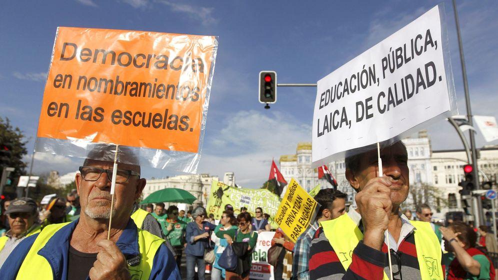 Foto: Alumnos y docentes durante una protestan en Madrid sobre educación (Efe)