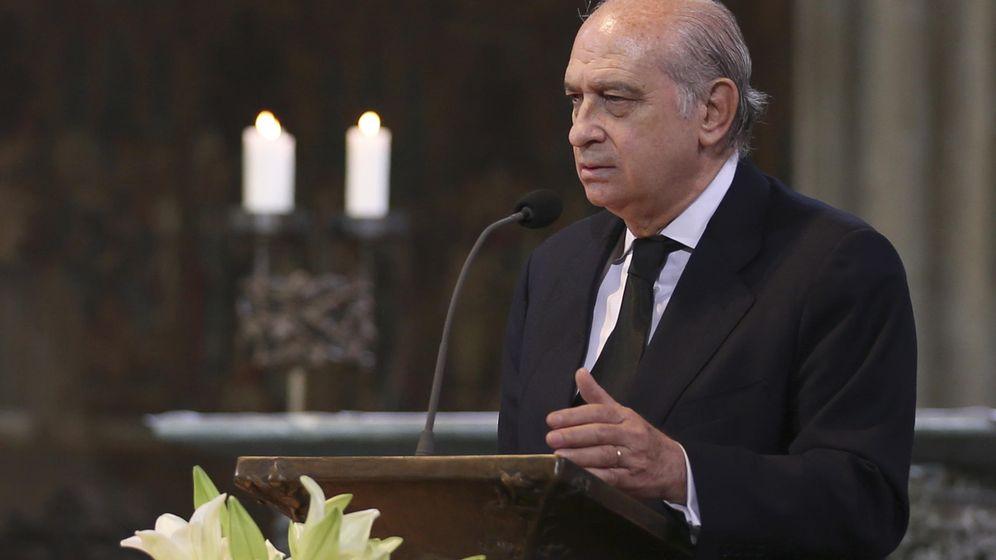 Foto: Jorge Fernández Díaz en el funeral de las víctimas del accidente aéreo de Germanwings. (REUTERS)