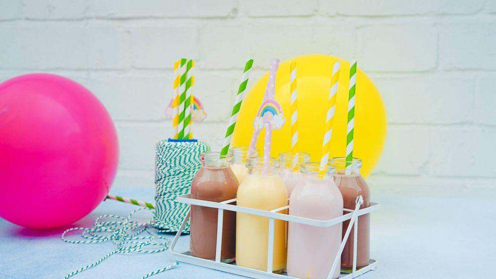 Foto: Varias botellas de batidos y smoothies.