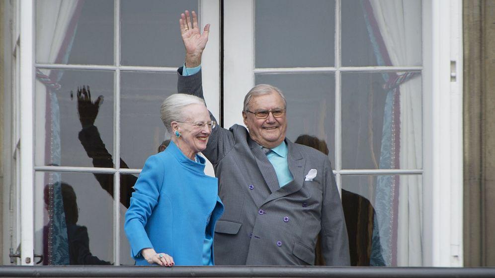 Foto: La reina Margarita de Dinamarca y su esposo, el príncipe Enrique, en una imagen de archivo de 2016. (EFE)