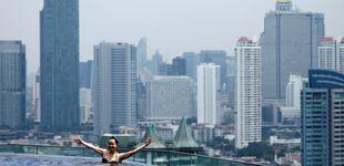 Post de El 'striptease' integral de un turista. El libro de viajes del año es una juerga