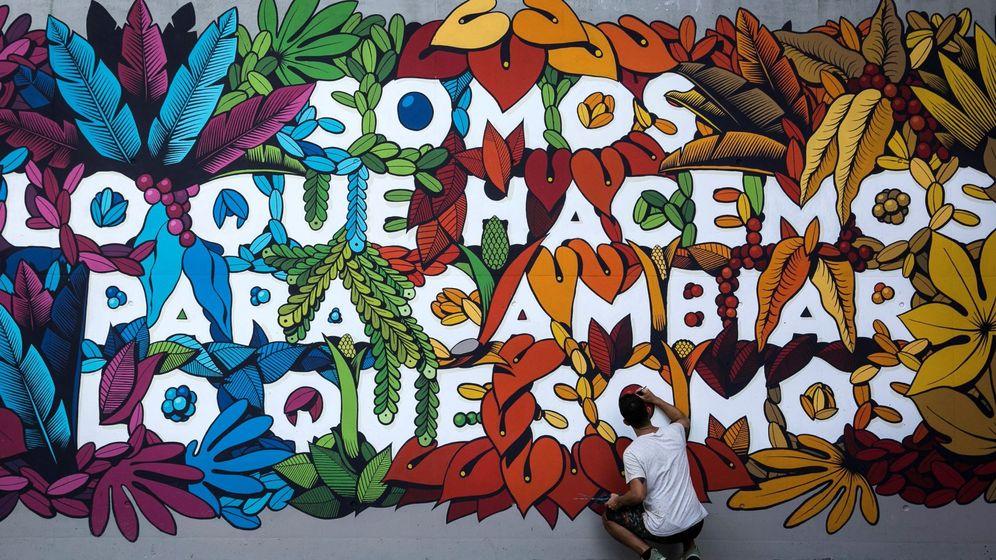 Foto: Uno de los murales que puedes ver en el multicultural Lavapiés. (EFE / Santi Donaire)