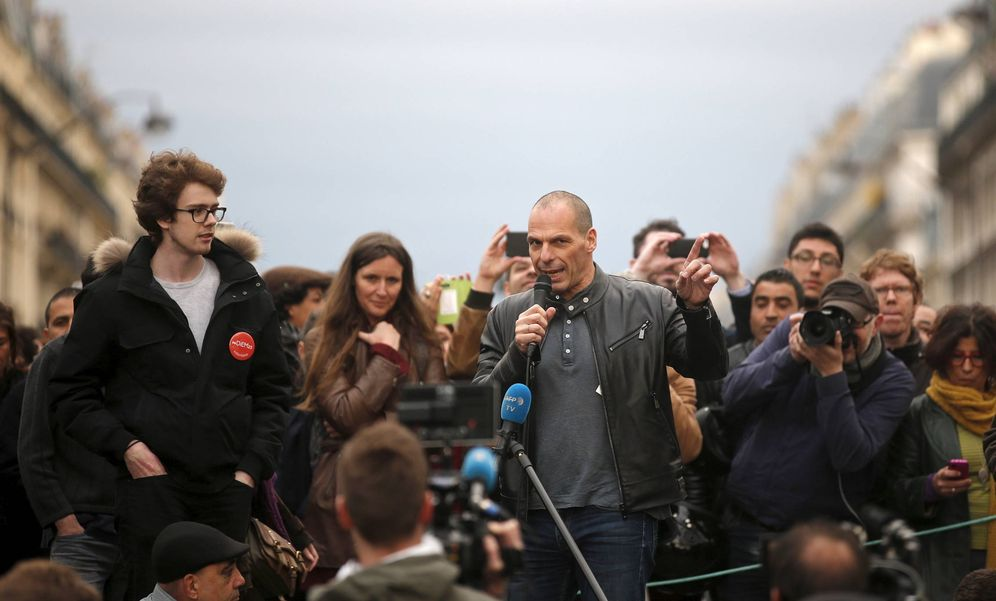 Foto: El exministro de Finanzas griego, Yanis Varufakis, durante una intervención en la Plaza de la República de París, Francia. (Reuters)