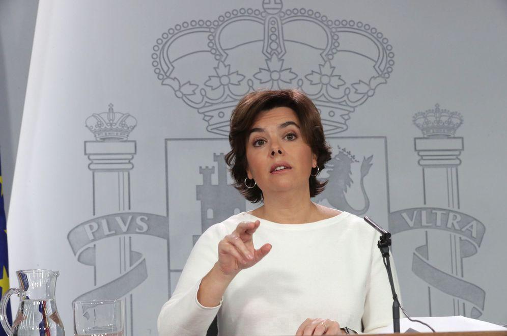Foto: La vicepresidenta del Gobierno, Soraya Sáenz de Santamaría, tras un Consejo de Ministros. (EFE)