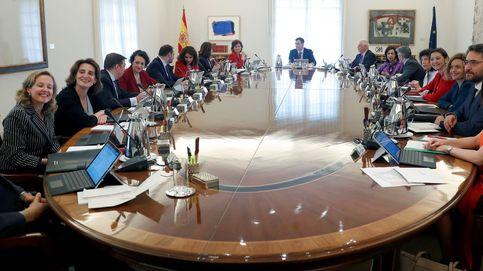 Sánchez pierde dos ministros en 101 días: el Gobierno más frágil de la democracia