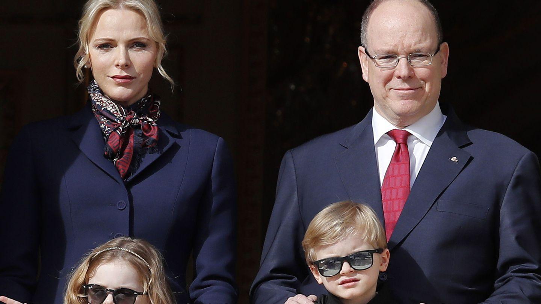 Charlene y Alberto de Mónaco con sus hijos en una imagen de archivo. (EFE)