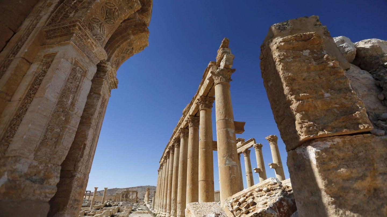 Una imagen muestra los daños en el Arco de Triunfo, en la antigua ciudad de Palmira. (Reuters)