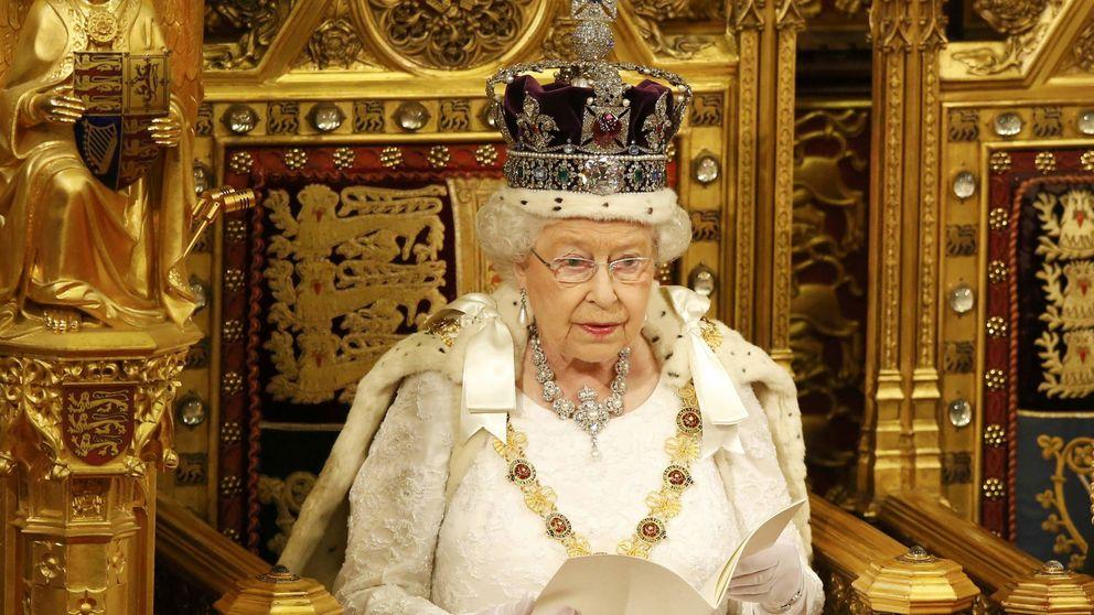 Isabel II preside la apertura del Parlamento con más de 300 millones de euros encima