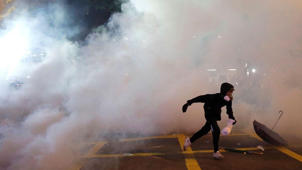 La Policía de Hong Kong carga contra los manifestantes en una nueva protesta