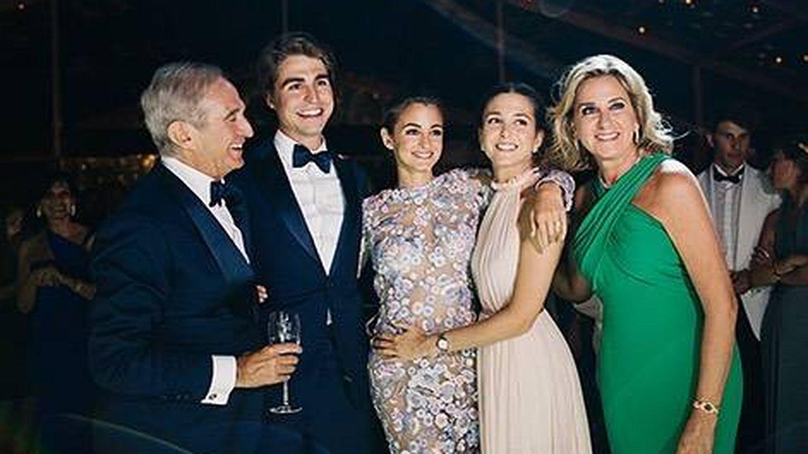 Foto: Alberto Palatchi y Susana Gallardo, con sus tres hijos. (Instagram)