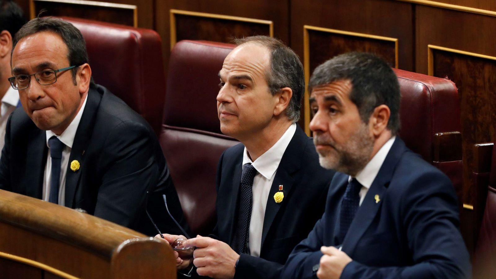 Foto: Josep Rull (i), Jordi Turull (c) y Jordi Sànchez, el pasado 21 de mayo en la sesión constitutiva del Congreso de la XIII Legislatura. (EFE)