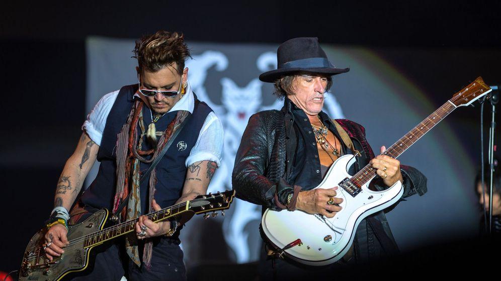 Foto: Joe Perry, a la derecha durante un concierto. (Efe)