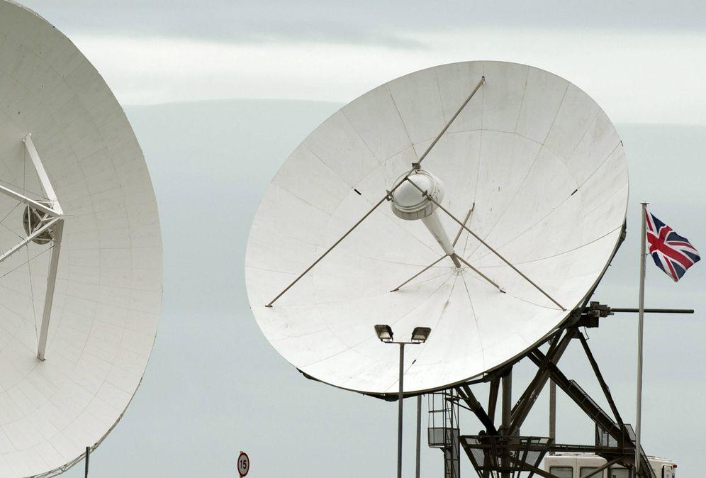 Foto: Antenas de satélite en el puesto del GCHQ (la versión británica de la NSA) en Cornualles, en 2013 (Reuters)