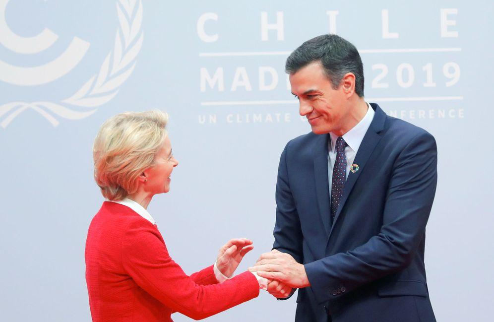 Foto: Pedro Sánchez recibe a la nueva presidenta de la Comisión Europea, Ursula von der Leyen, este 2 de diciembre en Ifema, Madrid. (Reuters)