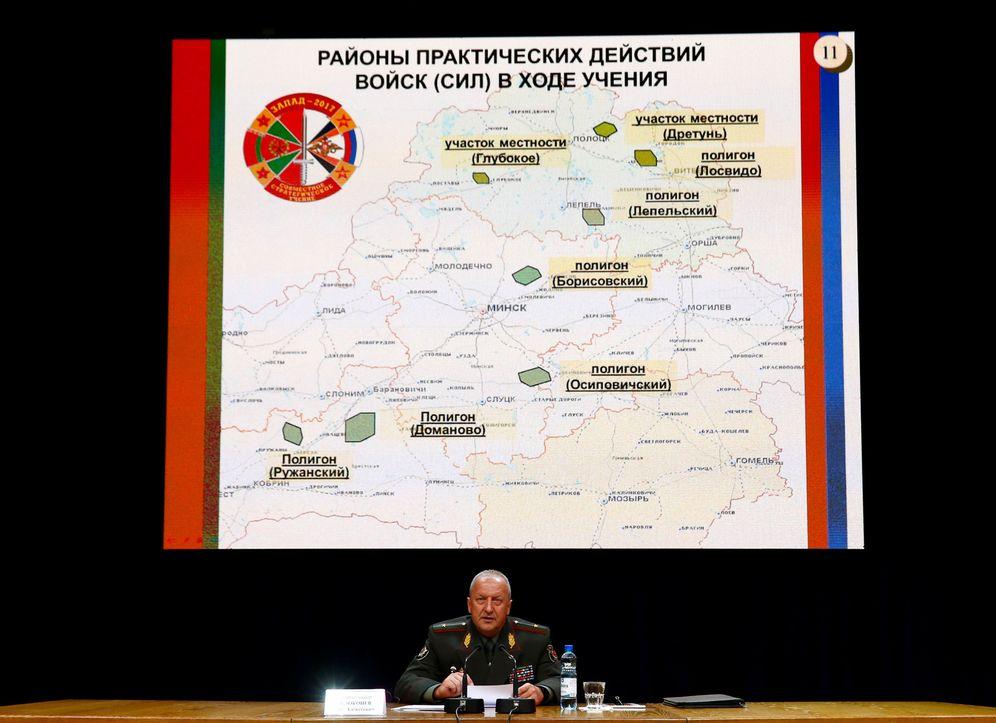 Foto: El viceministro de defensa de Bielorrusia Oleg Belokonev habla sobre las maniobras Zapad 2017, en Minsk, el 29 de agosto de 2017. (Reuters)