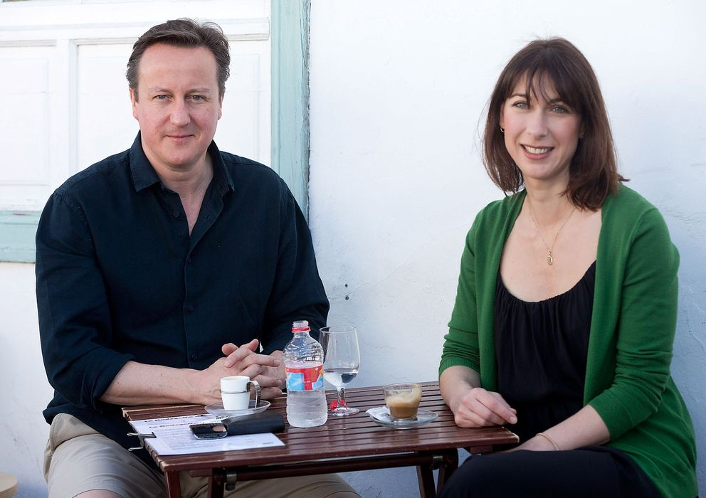 Foto: David Cameron y su mujer Samantha el pasado sábado en Lanzarote. (Gtres)