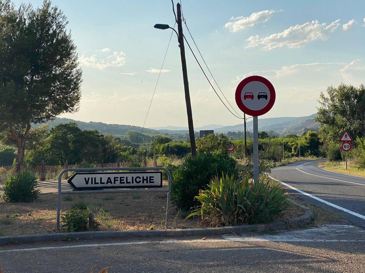 Foto: Cartel de entrada a Villafeliche. (Álvaro Sierra)