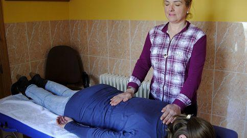 Guerra al reiki en los hospitales de Madrid: ni terapias ni anuncios de cursos