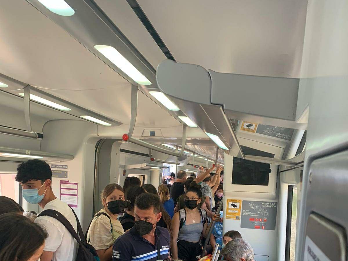 Foto: Imagen de la ocupación de uno de los trenes Cercanías que realizan el trayecto de la Costa del Sol. (CGT)