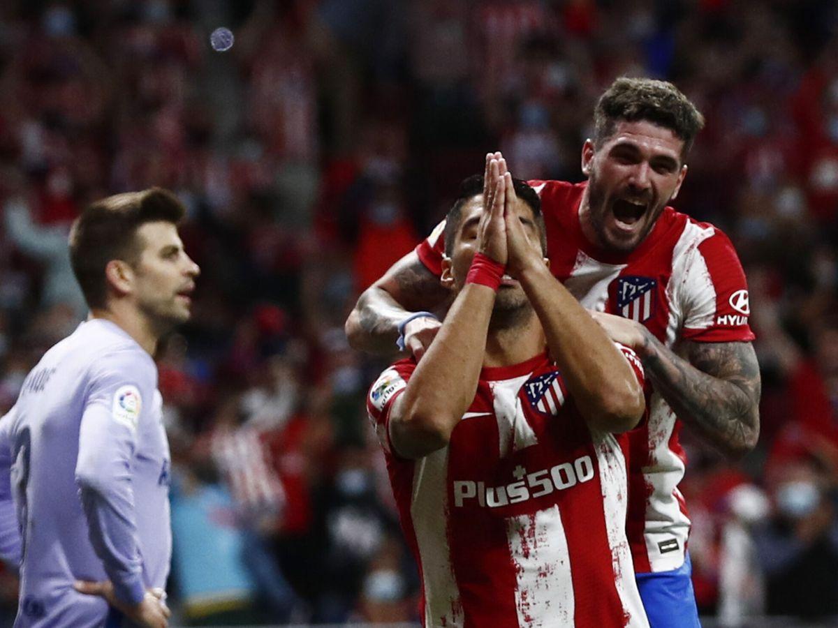 Foto: Luis Suárez pide perdón a la afición azulgrana tras anotar el 2-0. (Reuters)