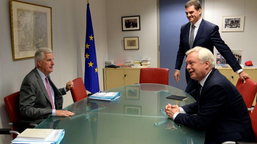Foto: Michel Barnier y David Davis, jefes negociadores de la UE y Reino Unido, en Bruselas. (Reuters)